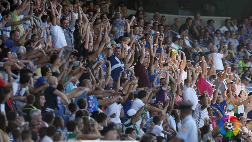 Aficionados del CD Tenerife en el Heliodoro Rodríguez López