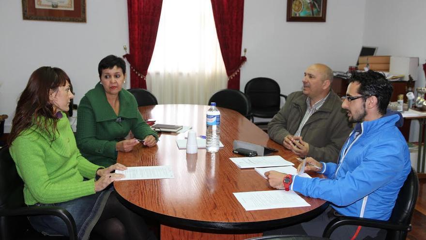 Reunión de los representantes de los ayuntamientos de Garafía, Puntagorda y Tijarafe para preparar la quinta edición del Festival Tiempo Sur.