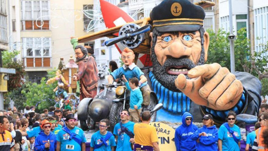 Desfile de carrozas de San Mateo en Reinosa. | AYUNTAMIENTO DE REINOSA