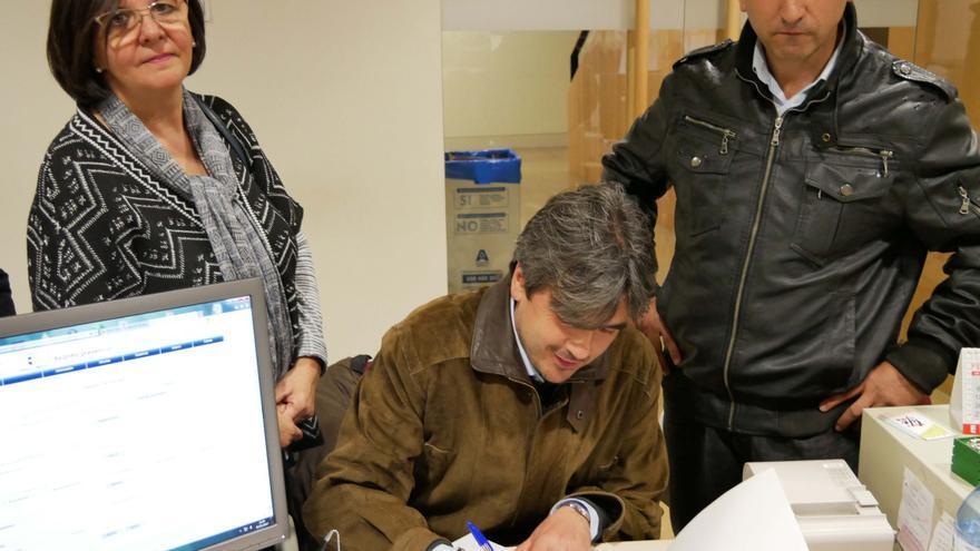 Alcalde de Peñascosa entrega firmas por el transporte