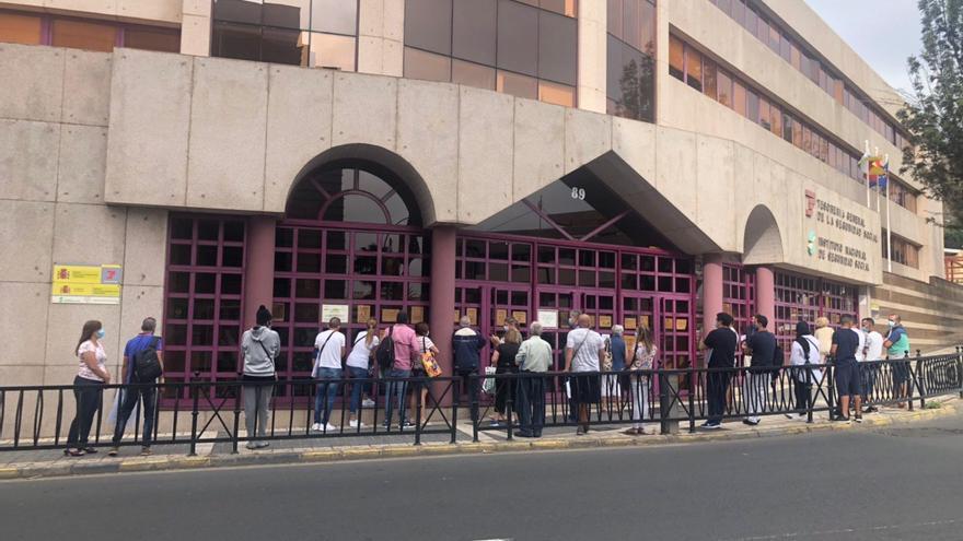 Los retrasos del Ingreso Mínimo Vital dispararon las peticiones de ayuda a Cáritas y al Gobierno canario durante todo el verano