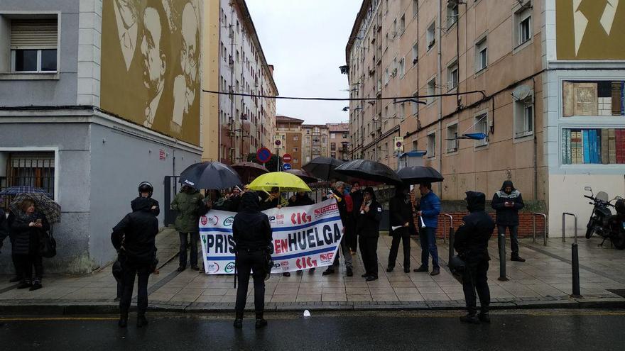 Funcionarios de prisiones durante su protesta en Santander. | L.G.