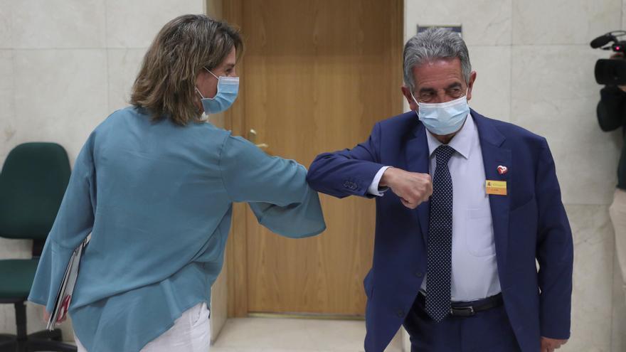 Archivo - El presidente de Cantabria Miguel Ángel Revilla y la ministra Teresa Ribera
