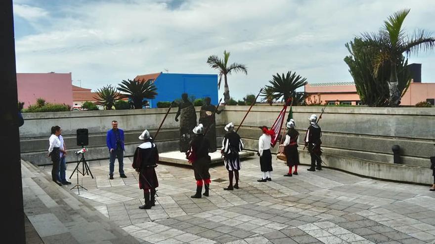 Los Docedesu Majestad han rendido honores al héroe legendario de GarafíaBaltasar Martín. Foto: Ayuntamiento de Garafía.