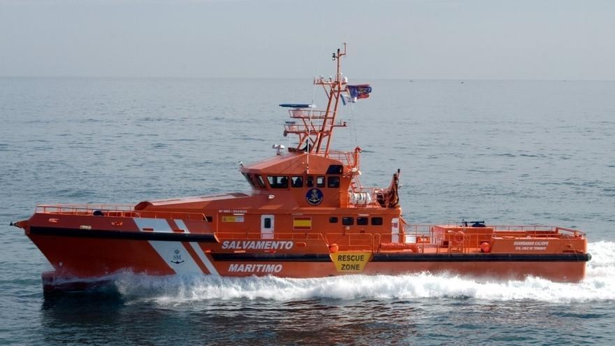 Salvamento Marítimo busca una patera con 35 migrantes a bordo en la zona del Mar de Alborán