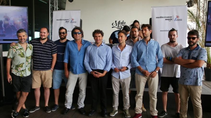 Francesc Colomer rodeado de los promotores de los principales festivales valencianos