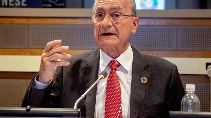 El alcalde de Málaga, Francisco de la Torre, expresa su apoyo a Pablo Casado