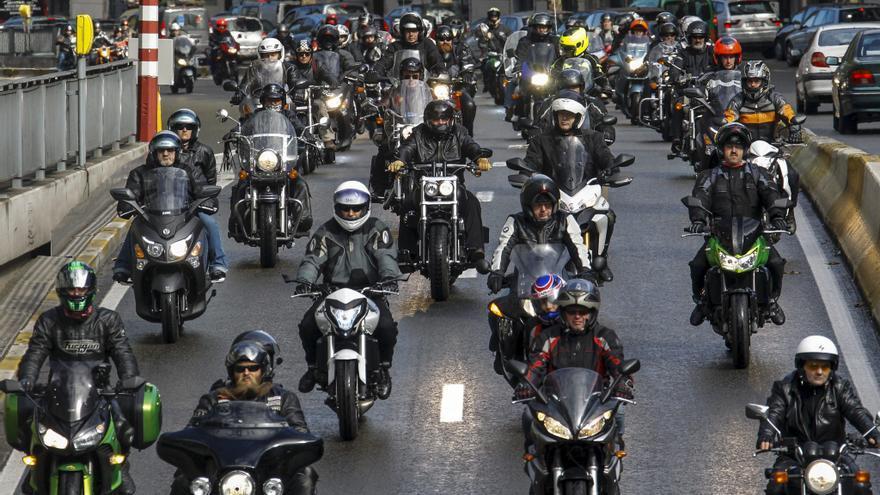 Más de 4.500 motoristas se manifiestan en Bruselas contra una ITV obligatoria