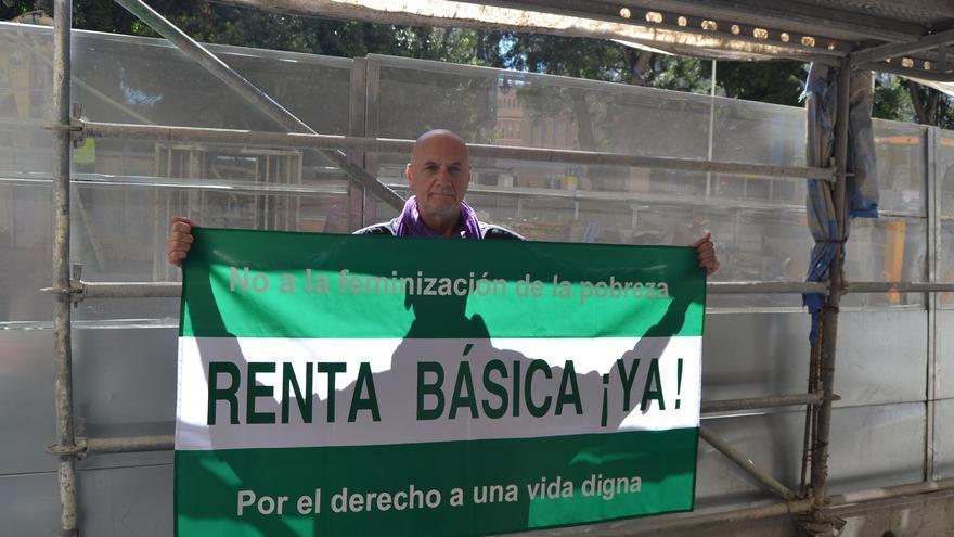 Vega, este miércoles, frente a la Delegación del Gobierno de la Junta de Andalucía en Málaga   N.C.