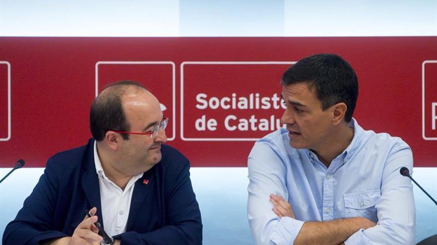 Sánchez e Iceta pactan iniciar en setiembre camino de reforma constitucional