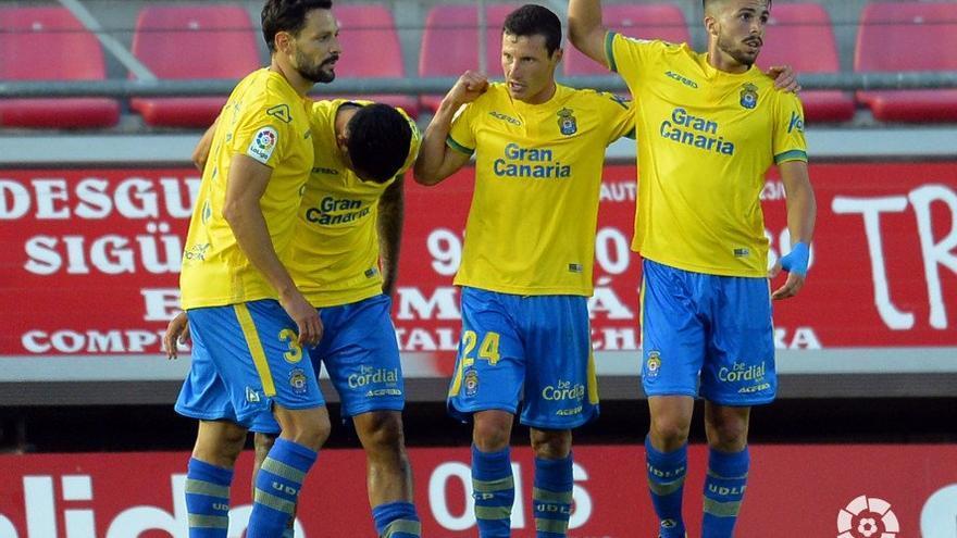 Los jugadores amarillos celebran el gol anotado en Los Pajaritos