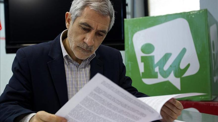"""Llamazares considera que España está """"secuestrada"""" por la Comisión Europea"""
