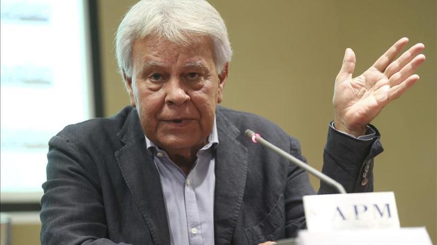"""González vuelve """"preocupado"""" y achaca a Maduro la """"destrucción"""" de Venezuela"""