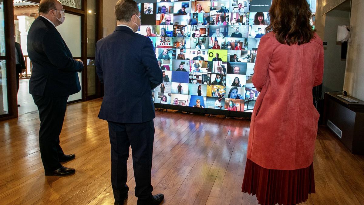 El presidente de Castilla-La Mancha ha inaugurado el foro junto al vicepresidente y la consejera portavoz