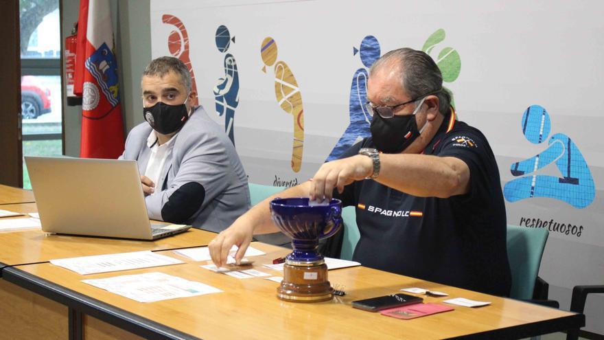 Archivo - Reunión entre la Federación Cántabra de Balonmano y los clubes para acordar condiciones y fechas de inicio de las competiciones senior