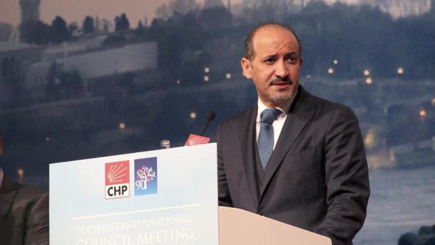 El presidente de la Coalición Nacional Siria aclara que se mantienen las negociaciones