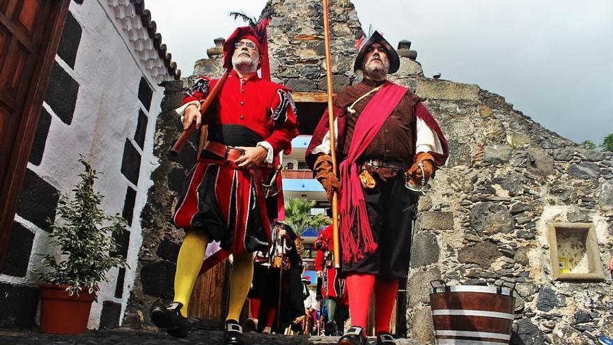En la imagen, desfile de 'Los Doce de Su Majestad'. Foto: JOSÉ AYUT.