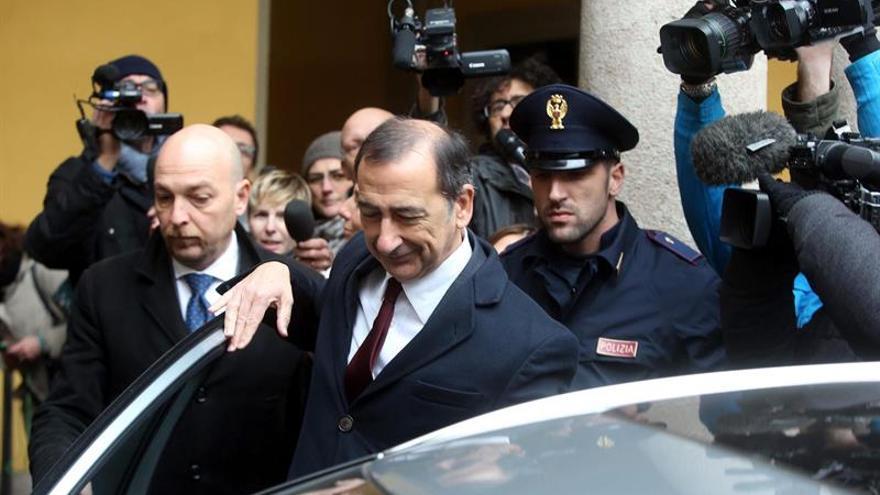 El alcalde de Milán vuelve a sus funciones tras aparecer en una investigación