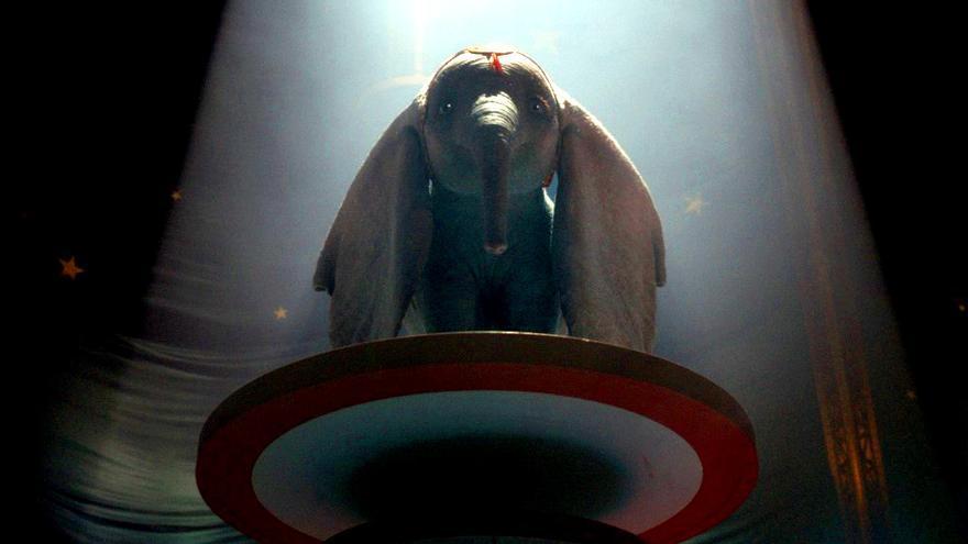 """Fotograma de """"Dumbo"""" de Tim Burton"""