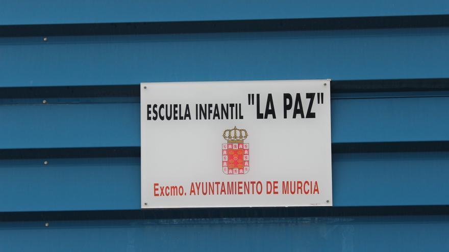 Cartel de la escuela infantil de La Paz en los barracones provisionales / PSS