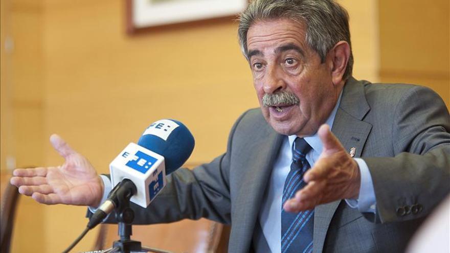 """Revilla dice que Cantabria no va a callar ante unos presupuestos de """"castigo"""""""