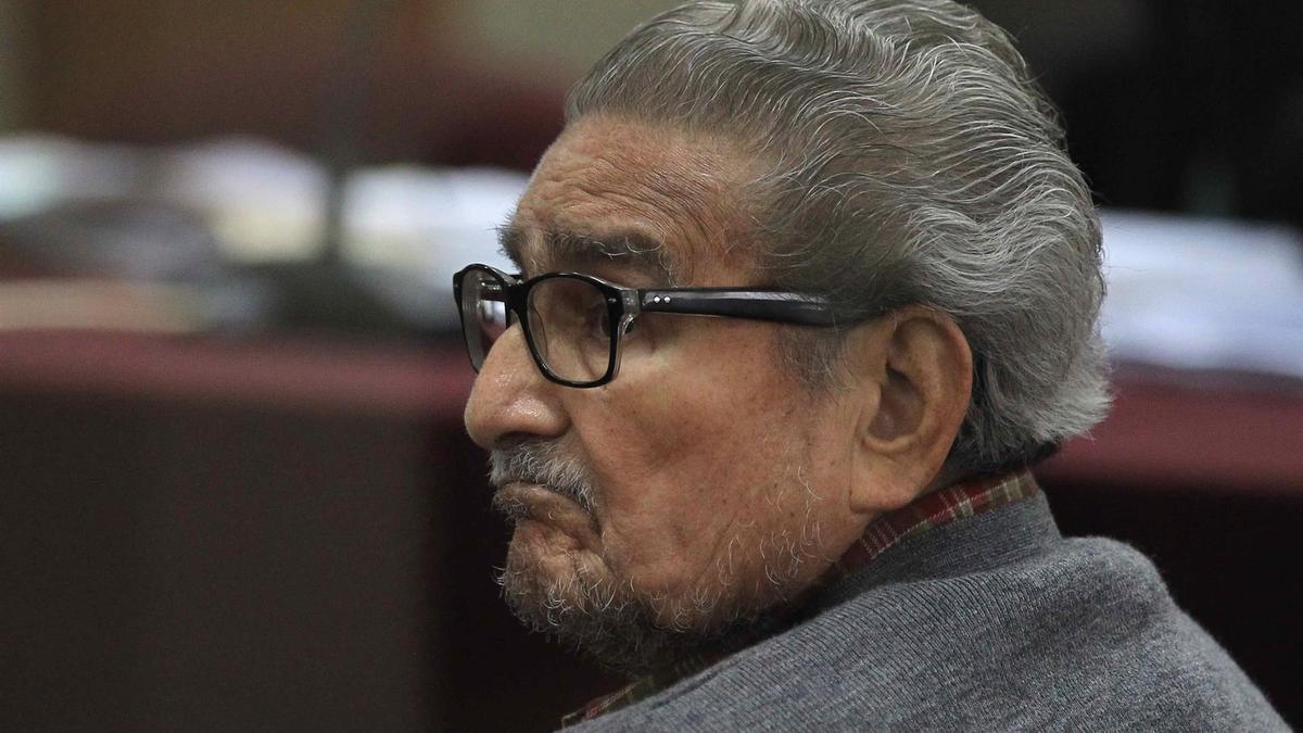 Abimael Guzmán durante una audiencia en la Base Naval del Callao