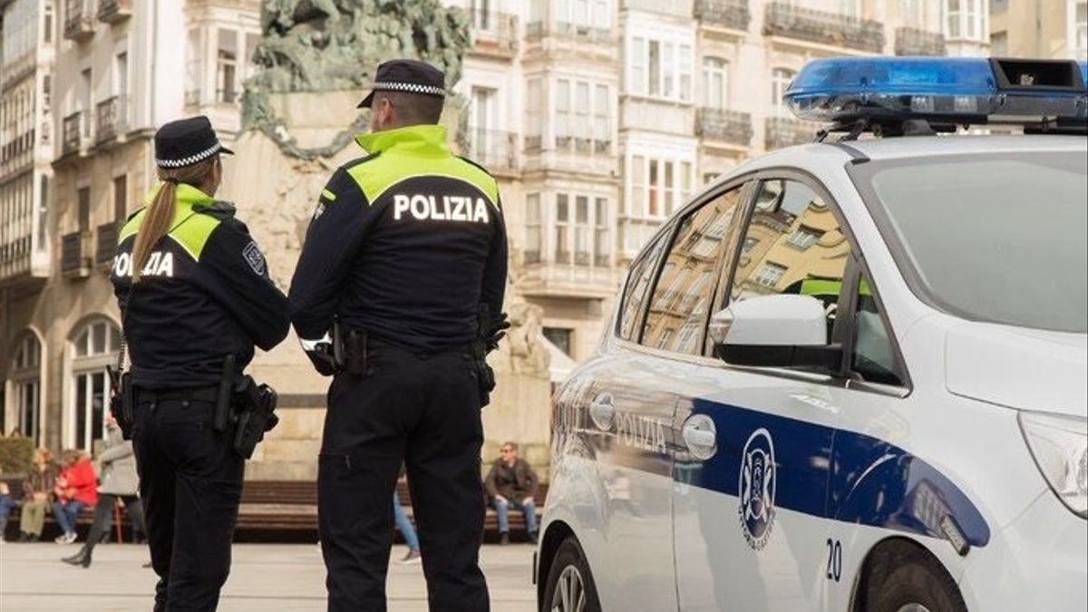 Dos policías locales en Vitoria