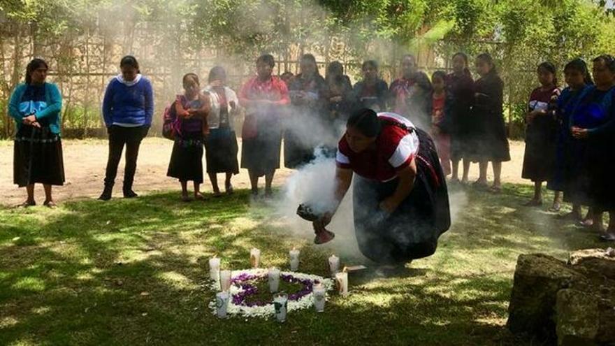 Mujeres de la asociación mexicana K'inal Antsetik (Tierra de Mujeres)
