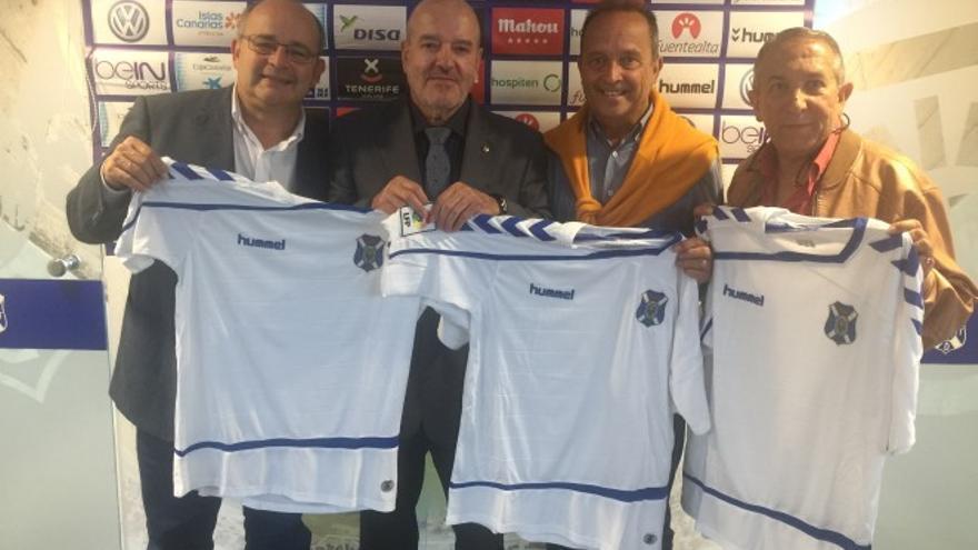 Homenaje a Los Huaracheros por parte del CD Tenerife en época reciente.