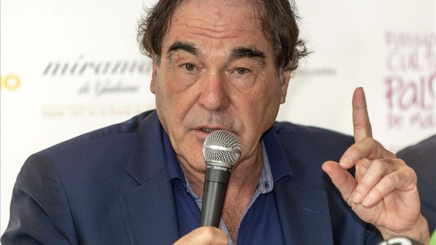 "Oliver Stone dice que Aznar fue ""el perro faldero"" de Bush"