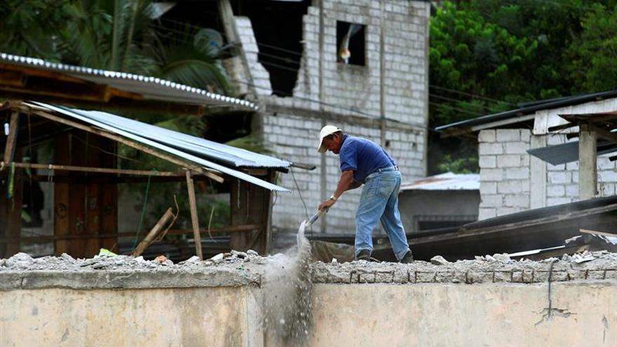 Ecuador crea un comité de reconstrucción tras el terremoto