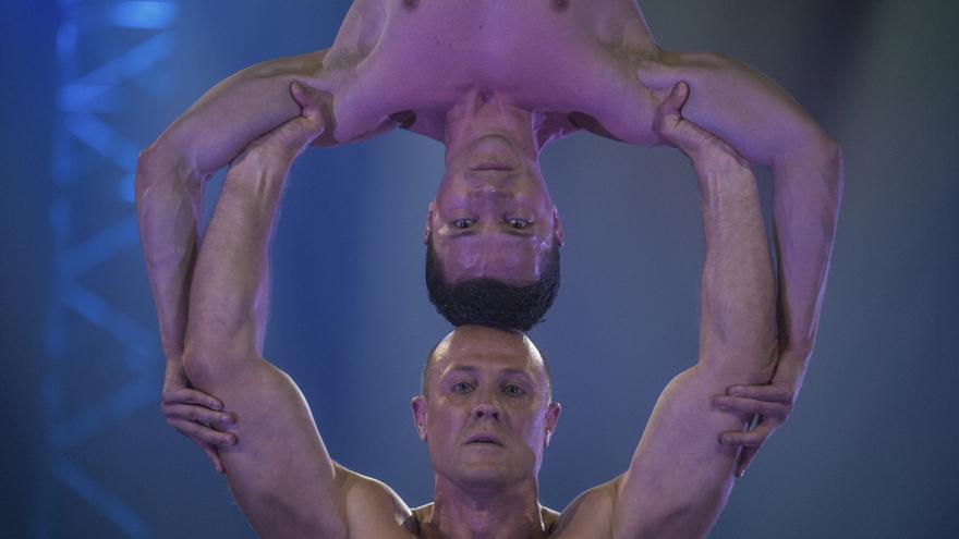 Los acróbatas tienen un papel muy destacado en el espectáculo. | JOAQUÍN GÓMEZ SASTRE