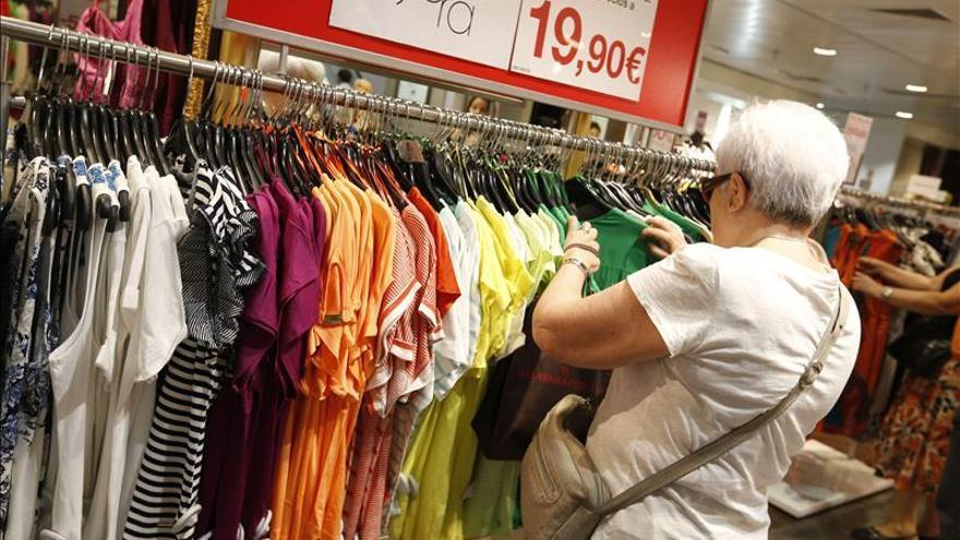El comercio vende el 2,9 por ciento más en abril y suman ocho meses seguidos al alza