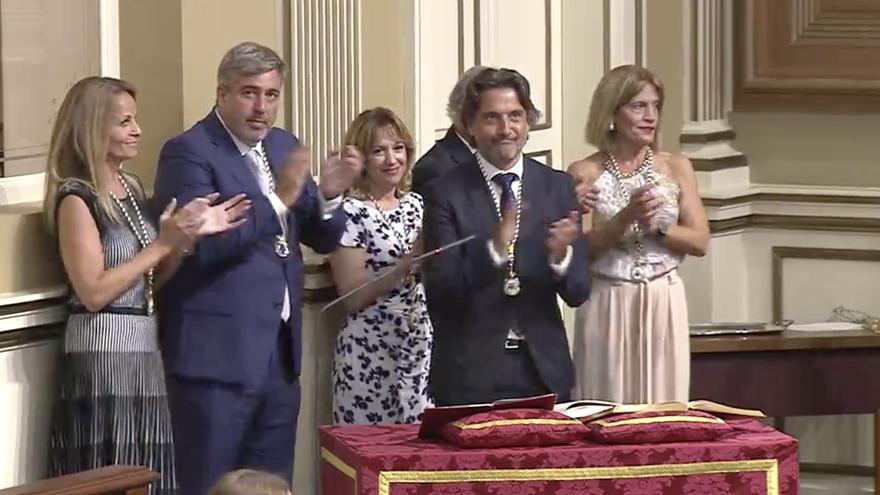 Los miembros de la nueva Mesa del Parlamento de Canarias.