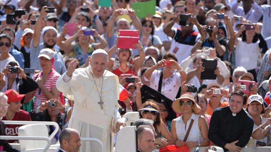 """El Papa llama a la responsabilidad ante un planeta que """"se está destrozando"""""""