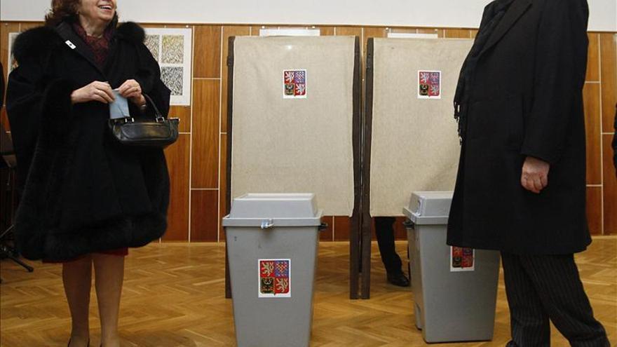 Klaus deja la Presidencia checa con gran polémica por la amnistía a 7.000 presos