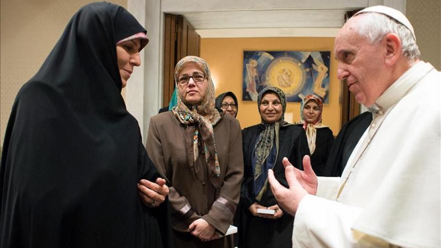 El Vaticano recibe, por primera vez, a una delegación iraní solo de mujeres