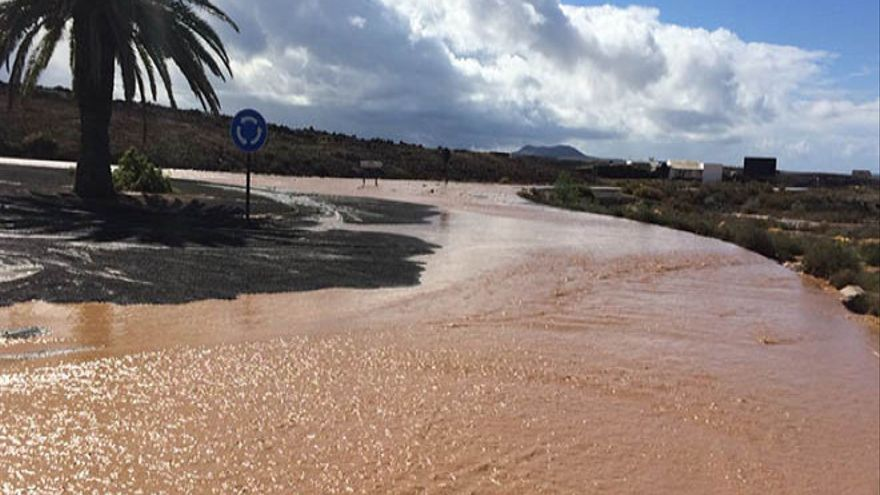 Lluvias en Yaiza. Imágenes cedidas por el Consorcio de Seguridad y Emergencias.