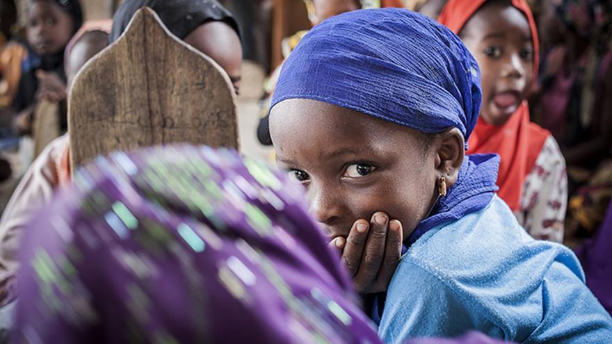 Algunas niñas también estudian en las daara, escuelas informales coránicas, como en esta de M'bour, Senegal. | Lucas Vallecillos.