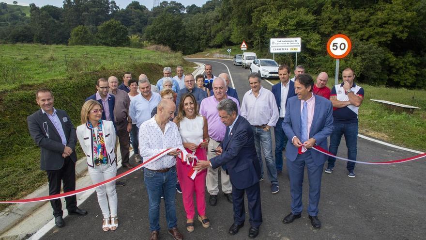 Revilla anuncia nuevas inversiones en carreteras para contribuir a fijar la población en las zonas rurales
