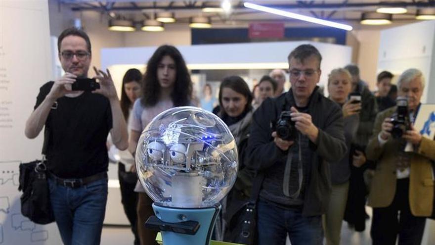 El guía robot Tim se une a la plantilla del Museo Alemán de la Técnica