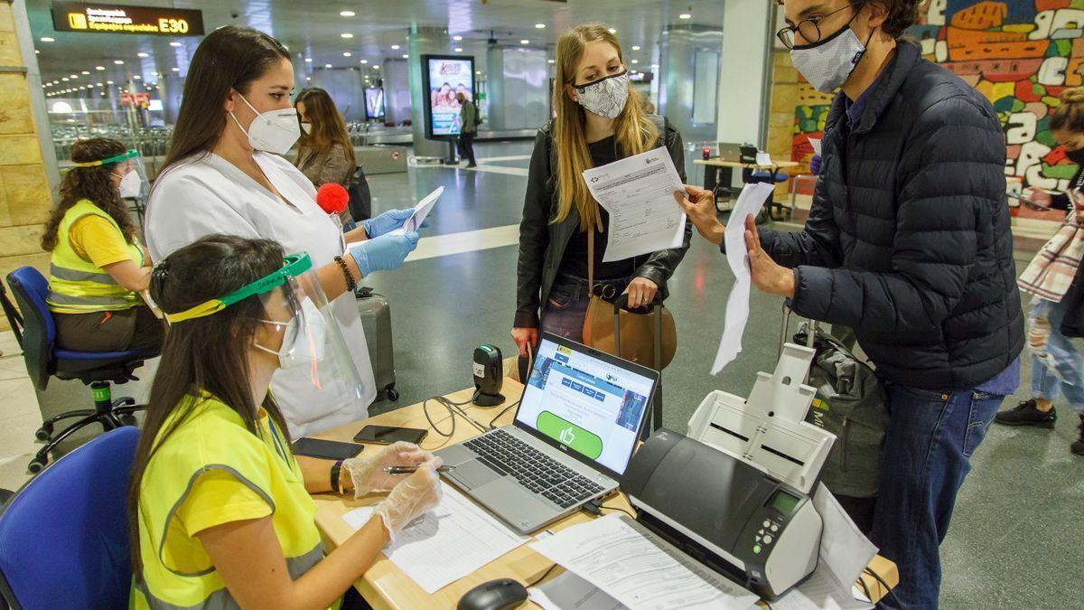 Control COVID en un aeropuerto.