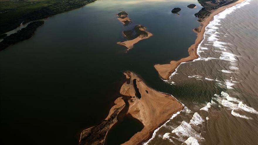 Vertido de lodo y residuos minerales en Brasil alcanza el océano Atlántico