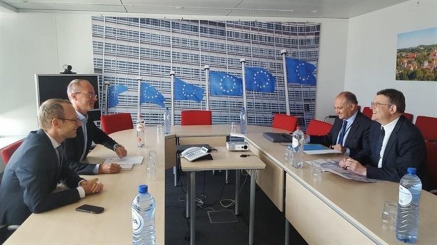 El presidente del Consell, Ximo Puig, con el responsable europeo de financiación para infraestructuras, Alessandro Carano