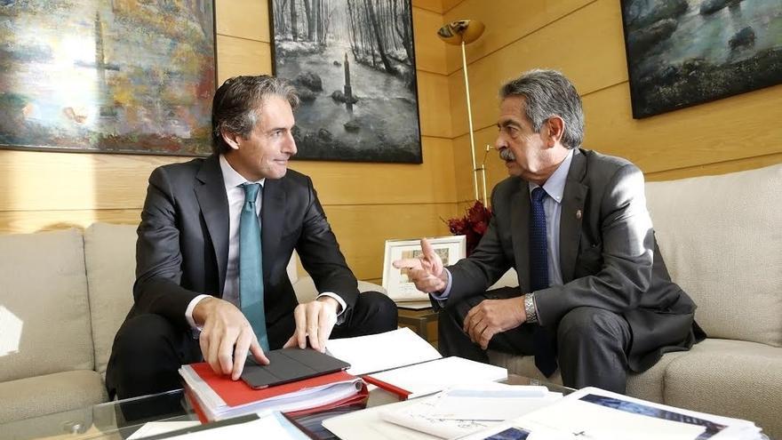 La mejora de la vía ferroviaria Santander-Reinosa acabará el próximo año, según De la Serna