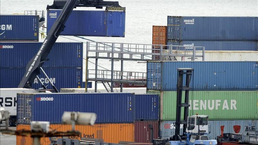La Eurozona aumenta el excedente de comercio de bienes hasta los 24.100 millones