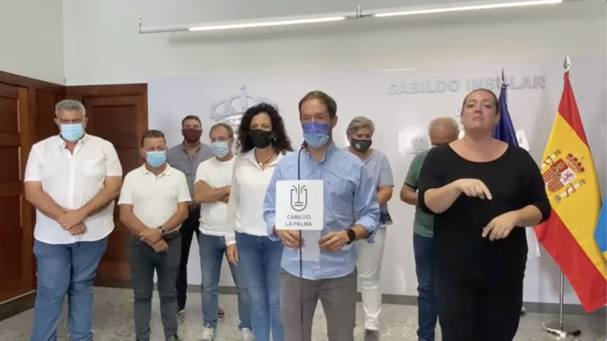 El presidente del Cabildo de La Palma, Mariano Zapata, este sábado en su intervención sobre el enjambre sísmico de Cumbre Vieja