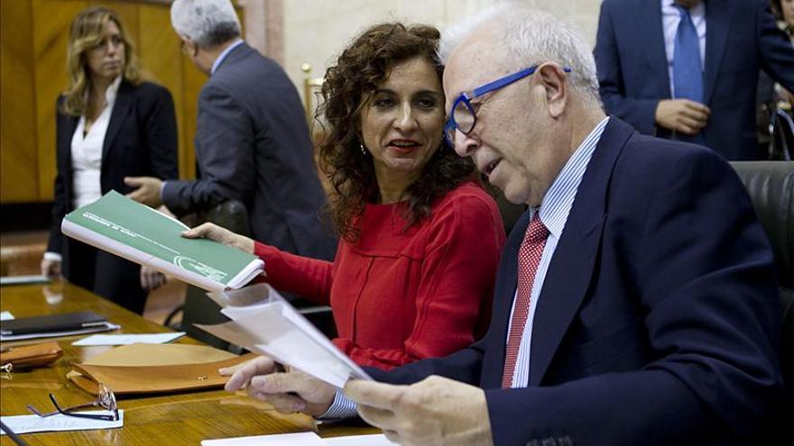 Andalucía dice que los empleados públicos recuperarán sus retribuciones en 2015
