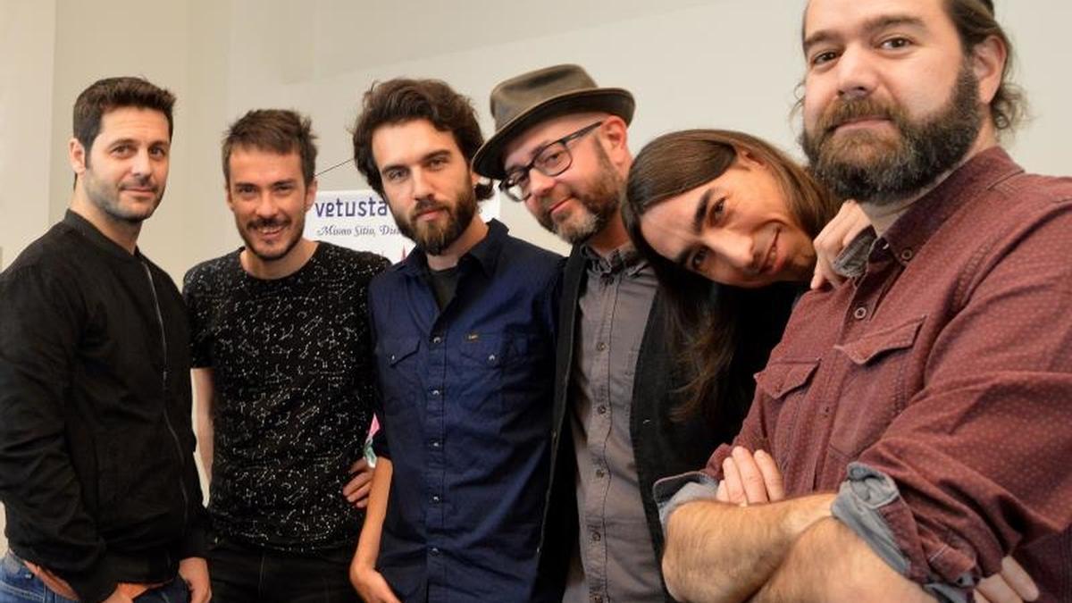 Los miembros del grupo Vetusta Morla (i-d) Jorge González, Pucho, Guille Galván, Álvaro B.Bagllietto, David 'El Indio' y Juanma Latorre.