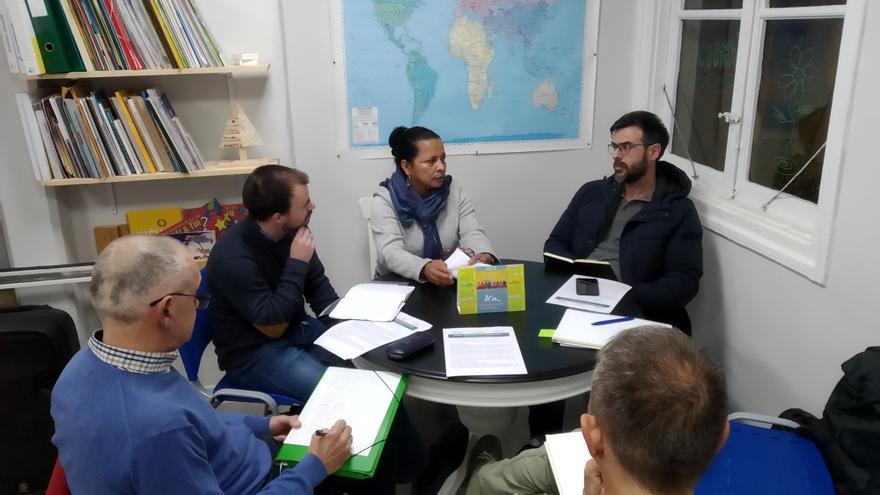 Reunión entre Brigadas Internacionales de Paz y la coordinadora cántabra de ONGDs.